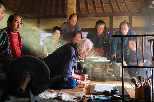 画像: 葛飾北斎の挫折と栄光を、歴史的資料を徹底的に調べ、残された事実を繋ぎ合わせて⽣まれたオリジナル・ストーリー!