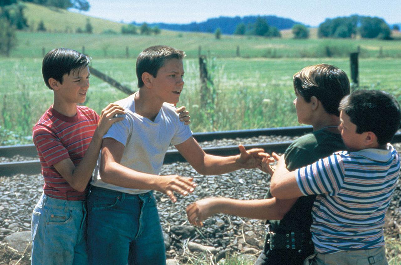 画像1: 田舎町の4人の少年たちの冒険、友情、成長を描く「夏休み映画の金字塔」