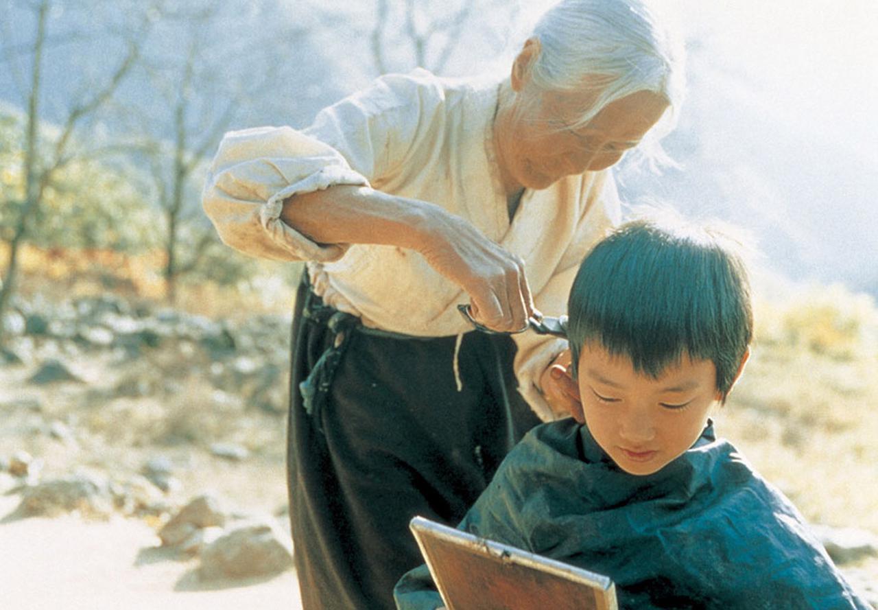 画像2: 母親の仕事の都合でおばあちゃんの家に預けられたわがままっ子にやがて変化が