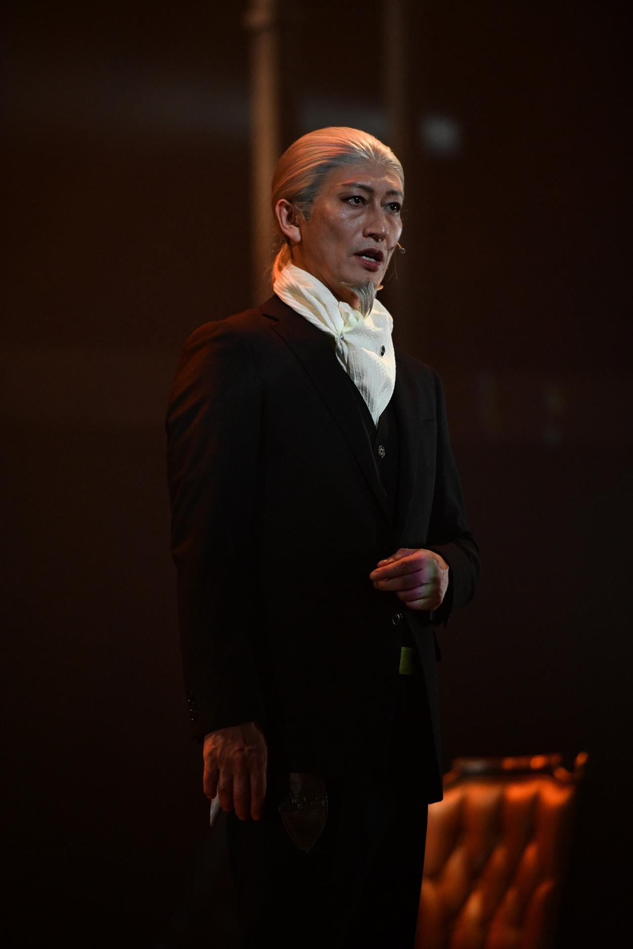 画像18: ©竹内良輔・三好 輝/集英社 ©舞台「憂国のモリアーティ」製作委員会