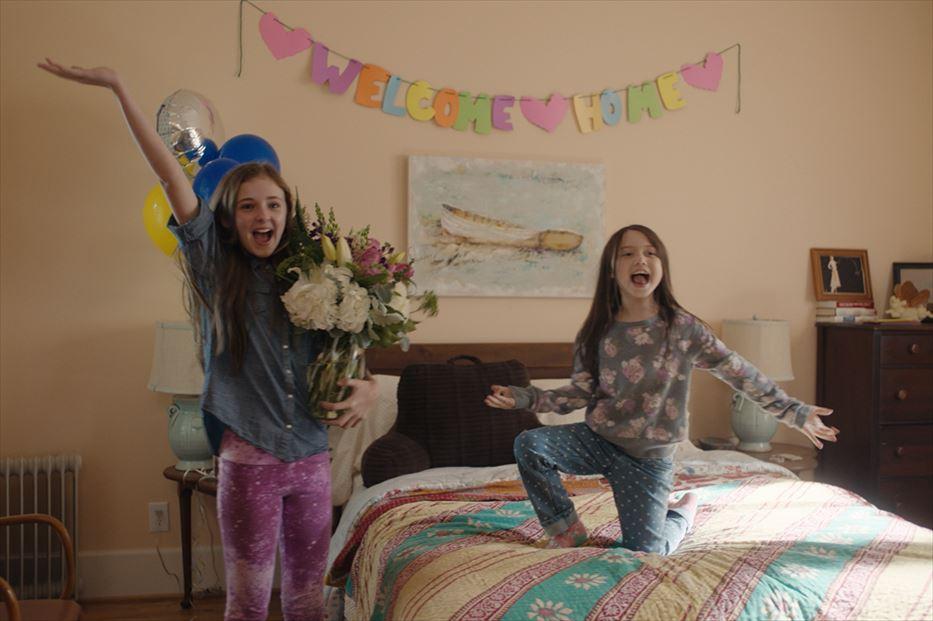 画像4: 全米雑誌賞受賞エッセーを映画化した『Our Friend/アワー・フレンド』より、笑顔いっぱいの場面写真が到着