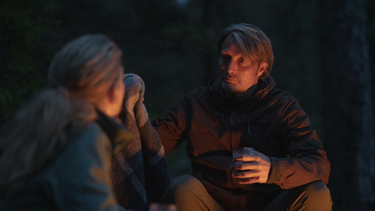 """画像3: 夜はテントで二人きり!?『アナザーラウンド』よりアウトドア気分を味わえる""""野外マッツ""""画像解禁"""