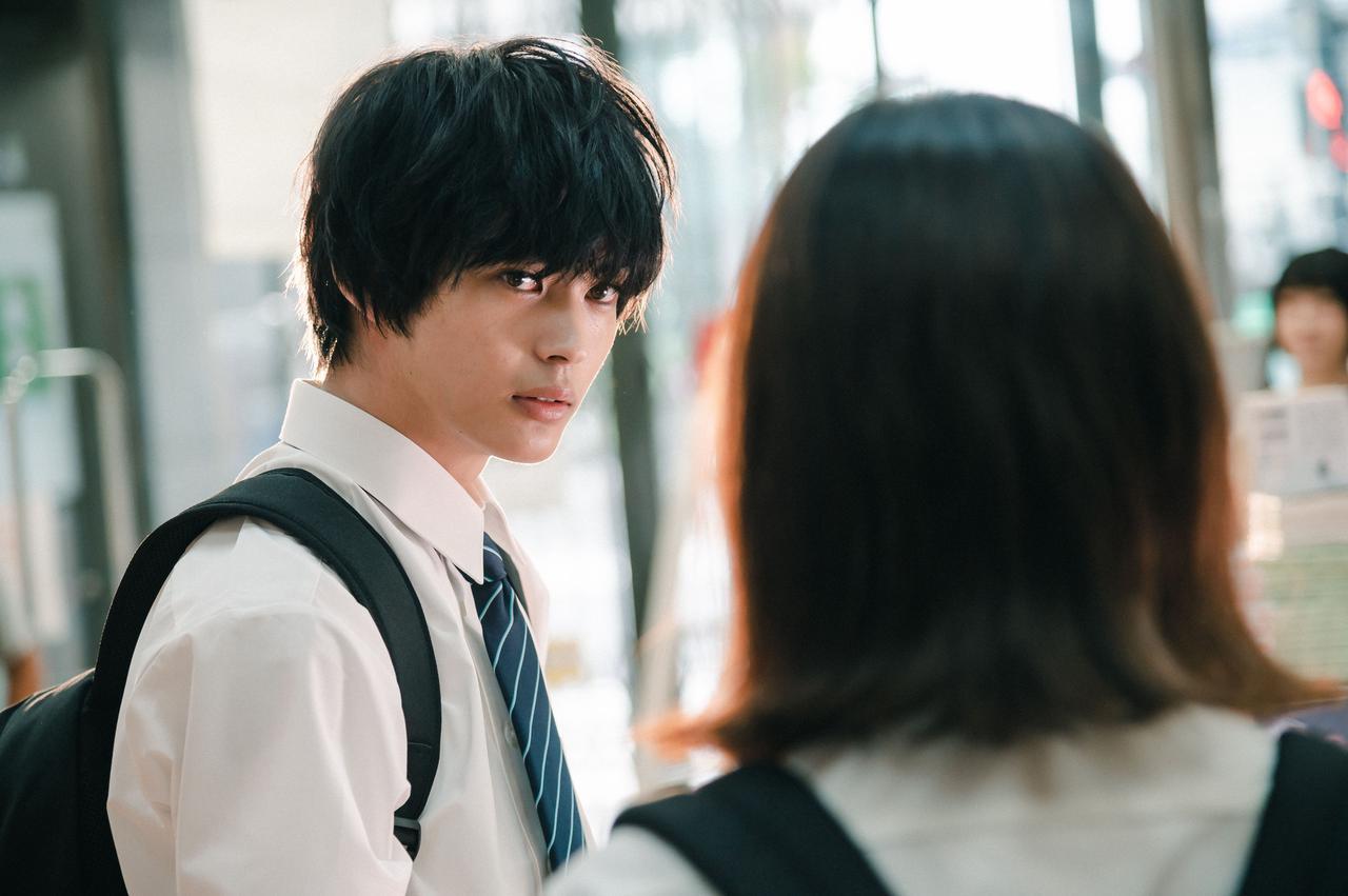 画像: 写真左から:神尾楓珠、山田杏奈(右後ろ姿) (c)2021「彼女が好きなものは」製作委員会