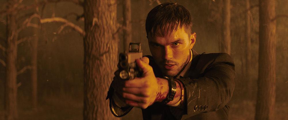 画像: ニコラス・ホルトが冷酷な暗殺者役で従来のイメージを覆す熱演