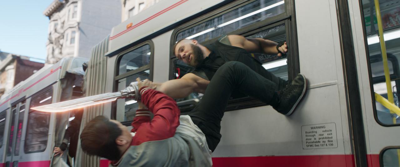 画像1: シム・リウがキレキレのアクションを披露