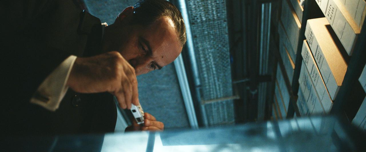 画像3: 『クーリエ:最高機密の運び屋』劇中に登場するスパイツールを収めた場面写真が公開