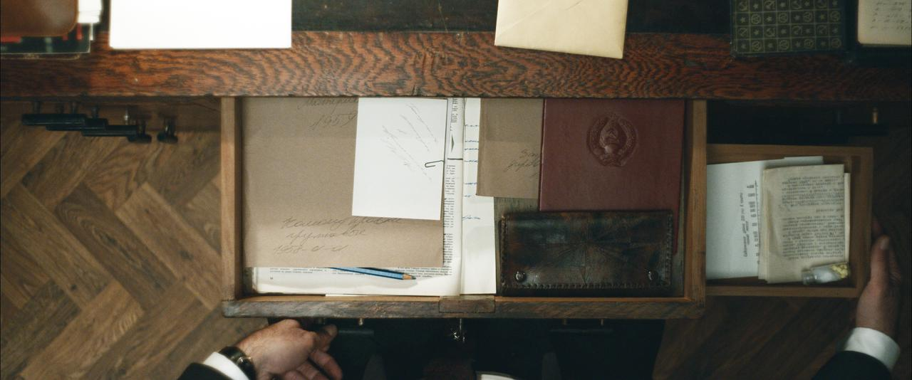 画像4: 『クーリエ:最高機密の運び屋』劇中に登場するスパイツールを収めた場面写真が公開