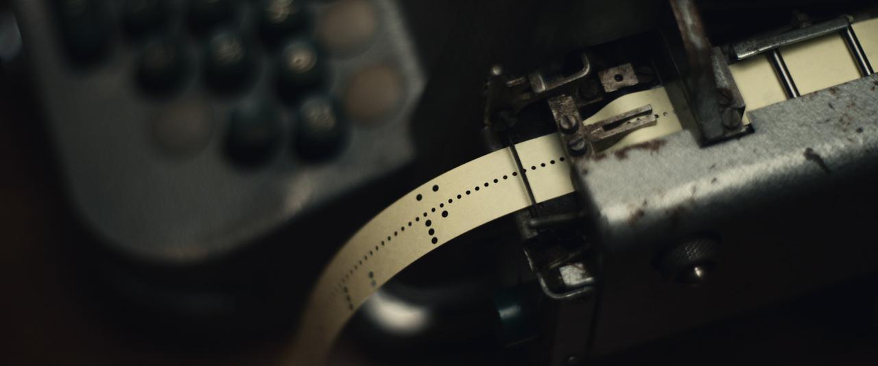 画像2: 『クーリエ:最高機密の運び屋』劇中に登場するスパイツールを収めた場面写真が公開