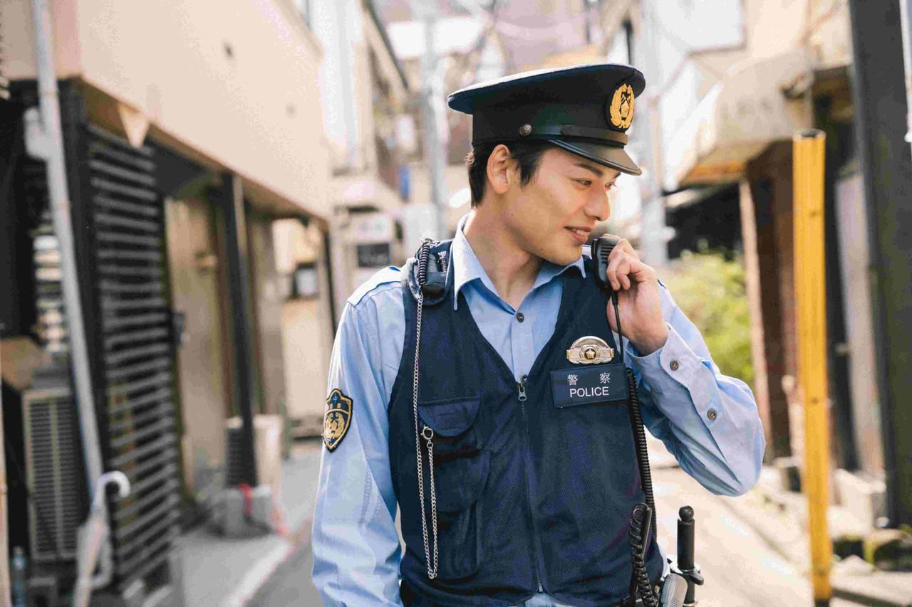 画像2: 崎山つばさ主演『クロガラス0』メイキング映像&警官姿のオフショットほか解禁