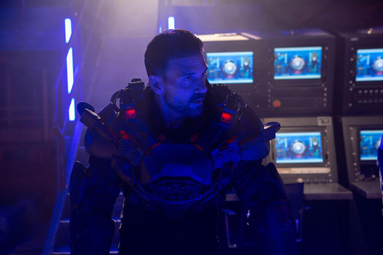 画像2: イカロススーツを身にまとったブルース・ウィリスが地球を守るため異星人と大バトル!