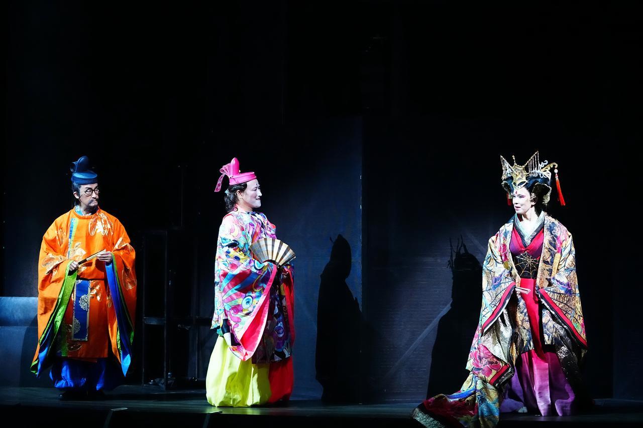 画像: 左から:粟根まこと、右近健一、高田聖子 撮影:田中亜紀
