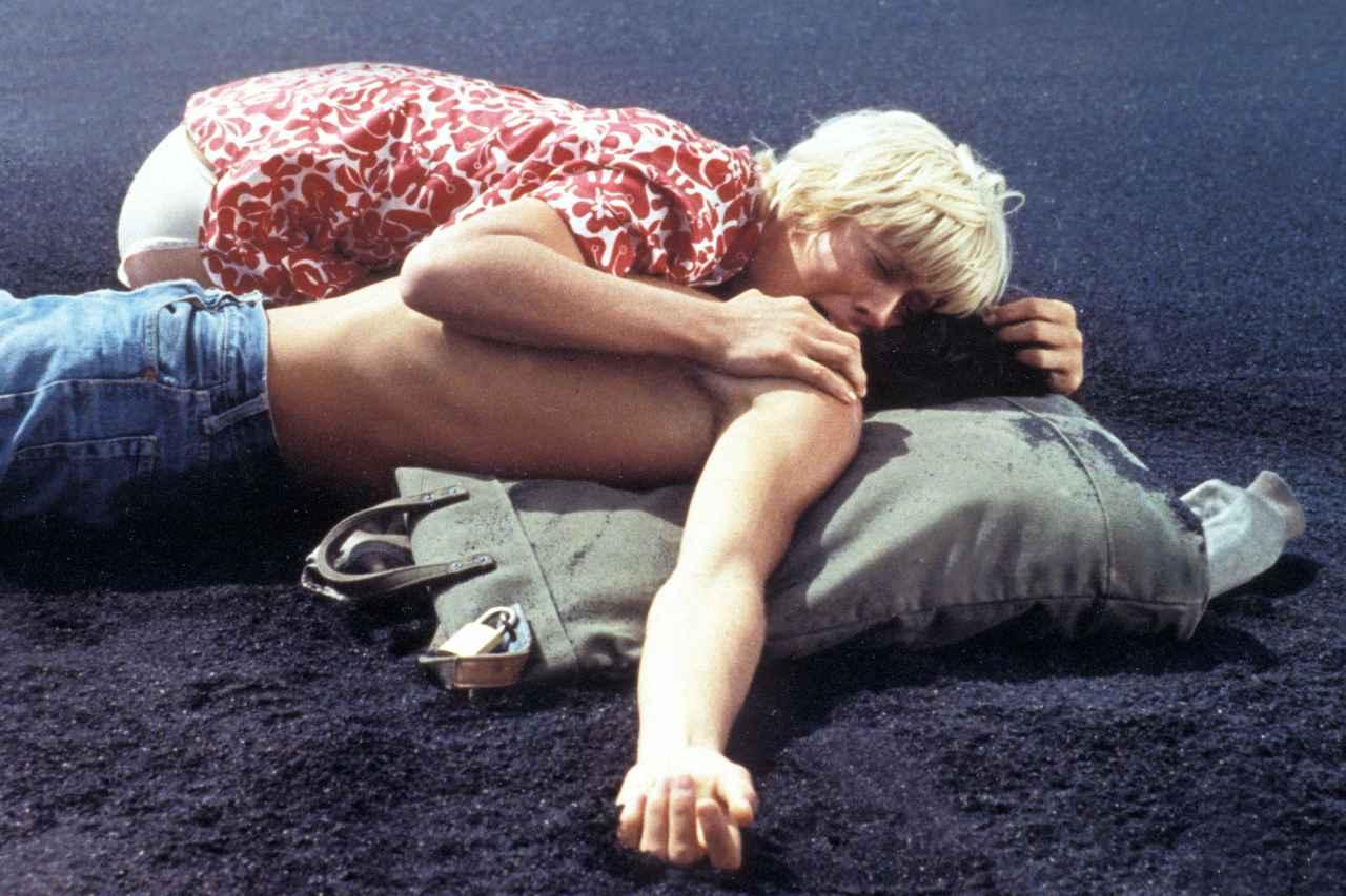 画像5: ミムジー・ファーマーの代表作『MORE/モア』と『渚の果てにこの愛を』、日本オリジナル予告編が公開
