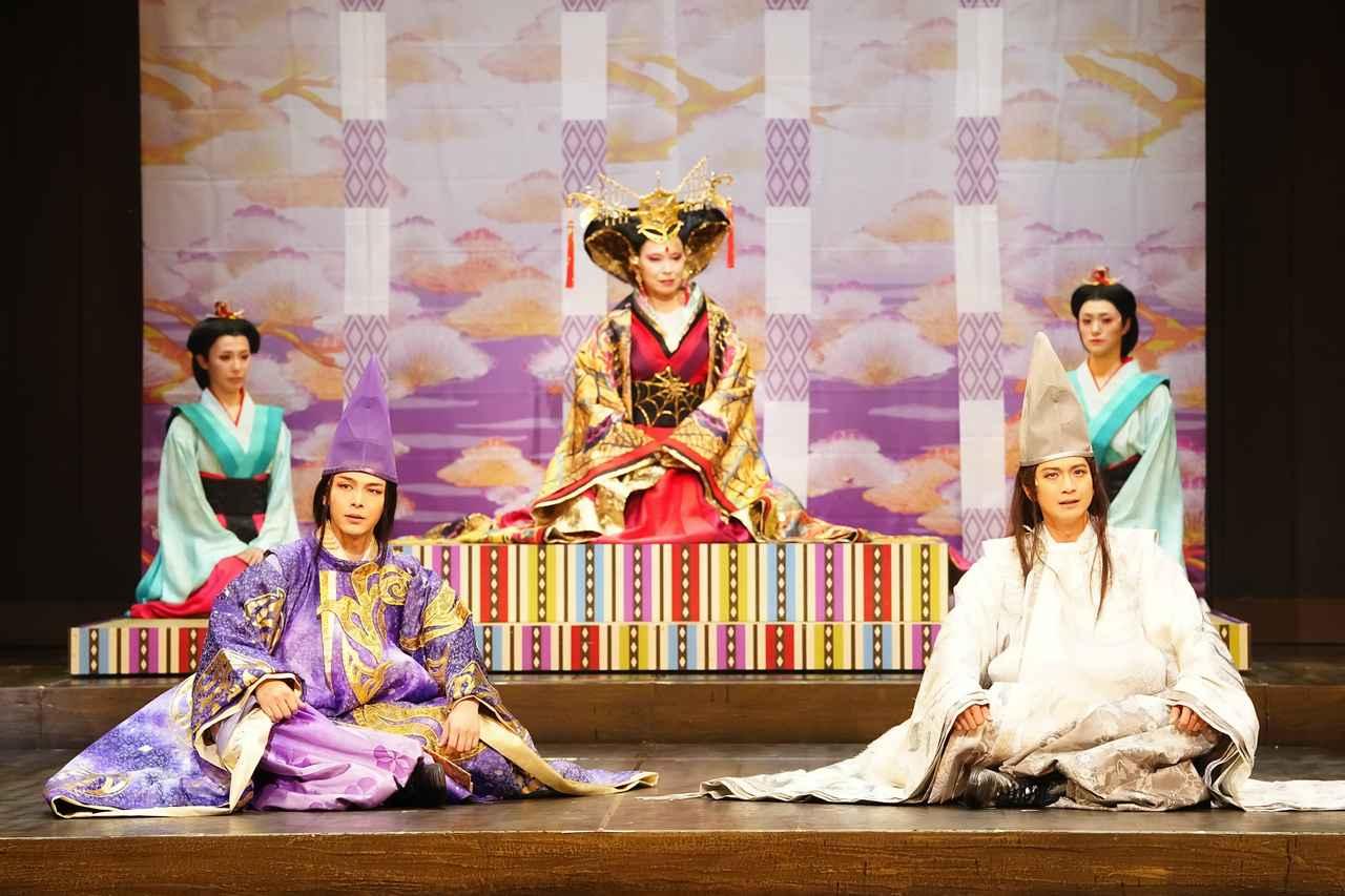 画像: 左から:中村倫也、高田聖子、向井理 撮影:田中亜紀