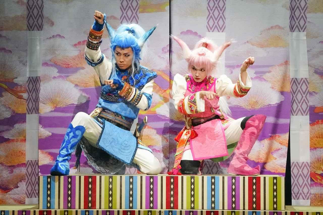 画像: 左から:早乙女友貴、吉岡里帆 撮影:田中亜紀