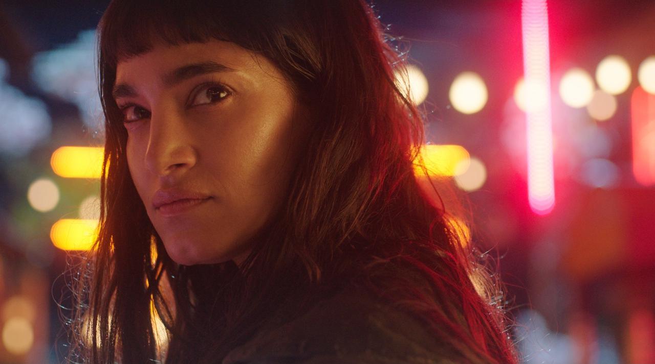 画像: ーー園監督の映画のヒロインは強いイメージがあるので、ソフィア・ブテラ演じるバーニスが守られる存在なのが印象的でした。