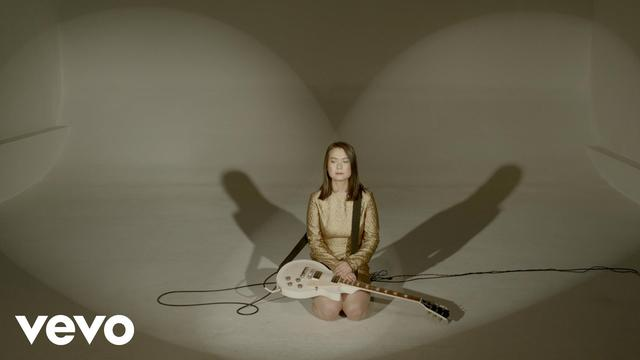 画像: Mitski - Your Best American Girl (Official Video) youtu.be