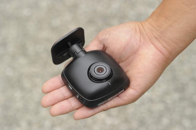 画像: 手の平サイズのボディは幅68.5 mm×高68 mm×厚36.5mm。解像度は「高画質」と「標準画質」から選択。