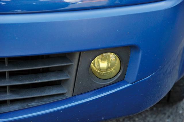 画像: ドライビングライトをフォグライト化できるグロスゴールドクリア。