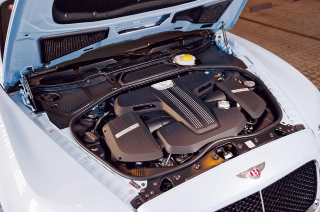 画像: 4LV8DOHCツインターボを搭載。2380kgという重量級ボディをスポーティに走らせるのに十分なパワー。
