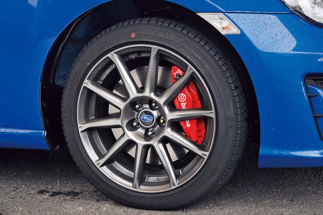 画像: 「GT」は専用の17インチアルミとブレンボ製対向型ブレーキキャリパーを装着、他グレードと差別化した。