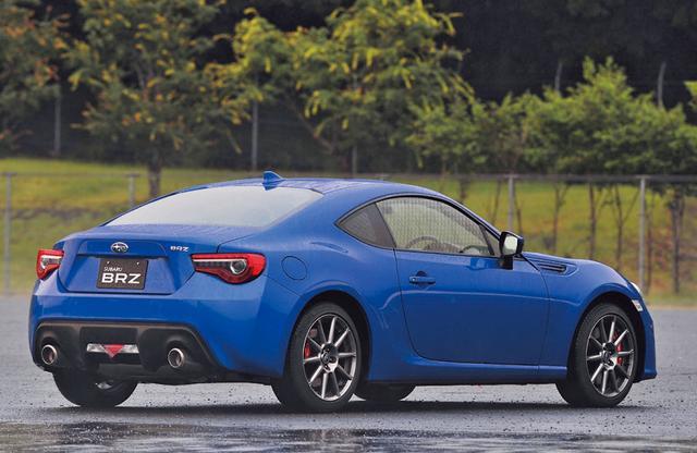 画像: 最上級グレードの「GT」。ボディ色はWRブル-。「S」の装備に走りのアイテムをプラスして採用する。