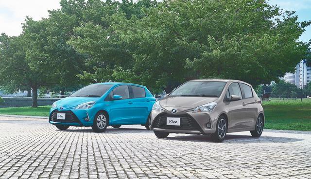 """画像: ▲(左):HYBRID U (クリアブルークリスタルシャイン) 〈オプション装着車〉 (右):1.3U""""Sportyパッケージ"""" (アバンギャルドブロンズメタリック) 〈オプション装着車〉"""