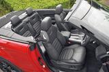 画像: オックスフォードレザーラグジュアリーシート、電動調整式12ウェイ&メモリーフロントシートを装着。