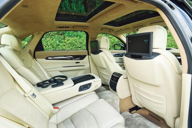 画像: 後席スペースは広大。自動緊急ブレーキや車線維持、前走車追従など様々な運転支援機能も充実している。
