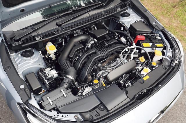 画像: 従来の2Lエンジンの部品のうち約80%を設計変更して約12kgの軽量化を実現。レギュラーガソリン仕様だ。