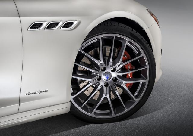 画像: オプション設定の「GTSシルバーホイール」と「レッドのブレーキキャリパー」。実にスポーティだ。