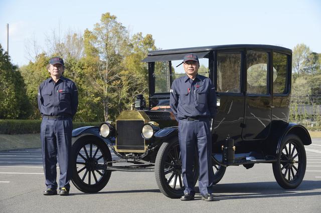 画像: ▲今回マンツーマンで運転を教えてもらったトヨタ博物館の車両学芸グループ、足立隆博さん(左)と山田 章さん(右)。お世話になりました。