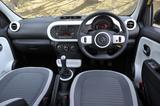 画像: ▲Bluetooth対応ラジオは標準装備。エアコンはマニュアル。