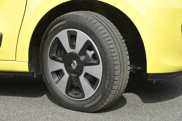 """画像: ▲タイヤはダンロップの""""スポーツブルーレスポンス""""。日本では市販されていないブランドだ。タイヤサイズは前165/65R15、後185/60R15と前後異サイズ。"""