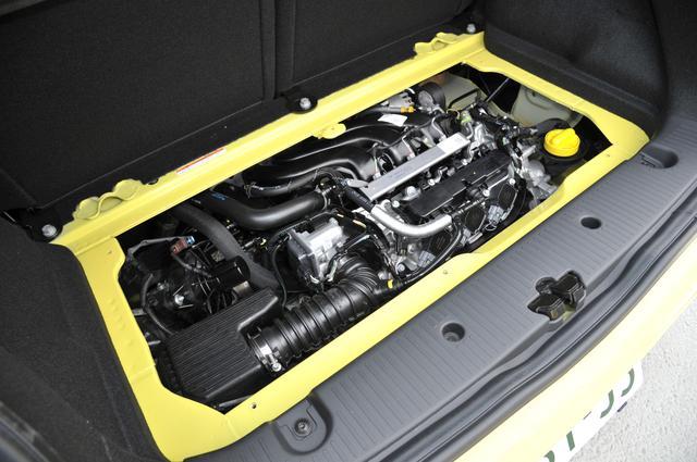 画像: ▲RRレイアウトを採用。エンジンはトランクルーム下に備わる。998cc3気筒の自然吸気エンジン。