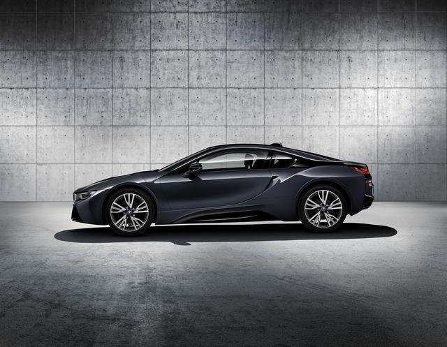 画像2: 【限定モデル】BMW i8 Protonic Dark Silverは圧倒的な存在感のスーパースポーツ