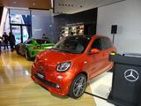 画像: smart BRABUS forfour Xclusive red limited。2016年12月に発表された期間限定モデル。