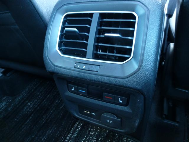 画像: ▲後席にもUSB端子がつくので、スマホの充電にも便利。