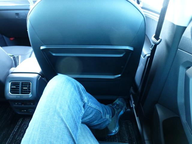 画像: ▲リアシートをいちばん後ろにスライドさせた状態だと、足が組めるほどの余裕のスペースが。