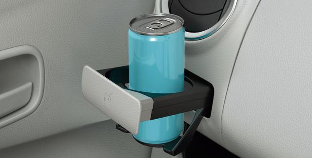 画像: 細い缶にも対応するドリンクホルダーを新採用。