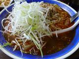 画像: ▲スープの中には、これでもかというくらいのタマネギ。千葉のラーメンって、なぜかタマネギベース(?)のものが多い。