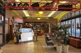 画像: カフェもリニューアルされて、お茶だけでなく食事も楽しめるようになった。