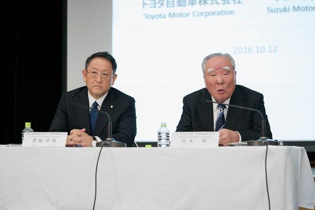 画像: 写真は昨年10月12日に業務提携に向けた検討開始を発表した豊田章男トヨタ自動車社長と鈴木修スズキ会長。今回の発表で、両社の業務提携が予想以上に早く進んでいることがわかる。