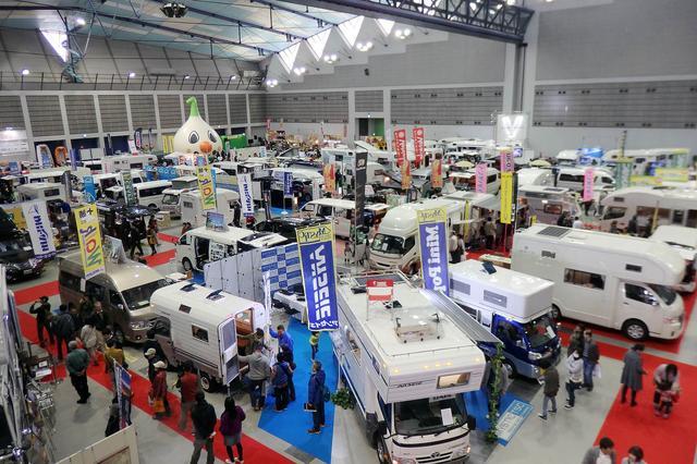 画像: 2016年の会場風景。国内外の最新キャンピングカーがズラリと展示されていた。
