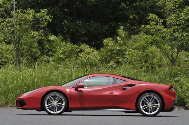 画像: 全長は4568mm、ホイールベースは2650mm。全高は1213mmのスポーツカーらしいプロポーション。