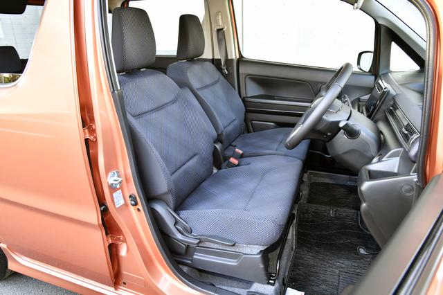 画像: ワゴンR ハイブリッドFZ(車両価格135万円)のフロントシート。