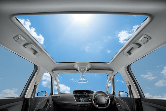 画像: グランドC4ピカソにオプション設定される「パノラミックガラスルーフ&ハンズフリー電動テールゲート」は12万円。