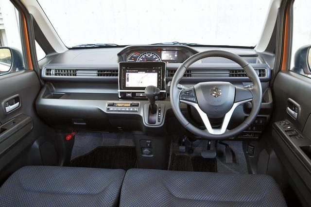 画像: ワゴンR ハイブリッドFZ(車両価格135万円)。全方位モニター付きメモリーナビゲーションは14万0400円のオプション設定。