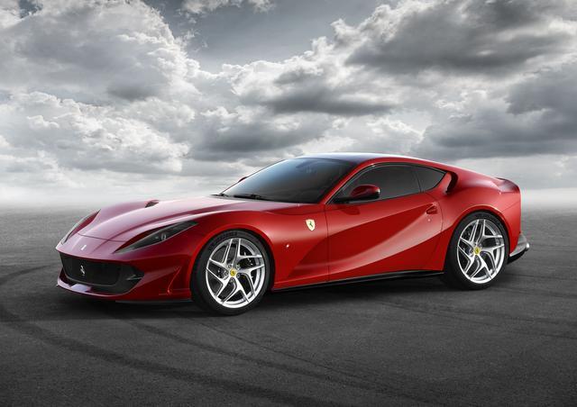 """画像1: 【ニューモデル】フェラーリの新型V12ベルリネッタ、""""812 Superfast""""が写真公開。現車はジュネーブに登場する"""