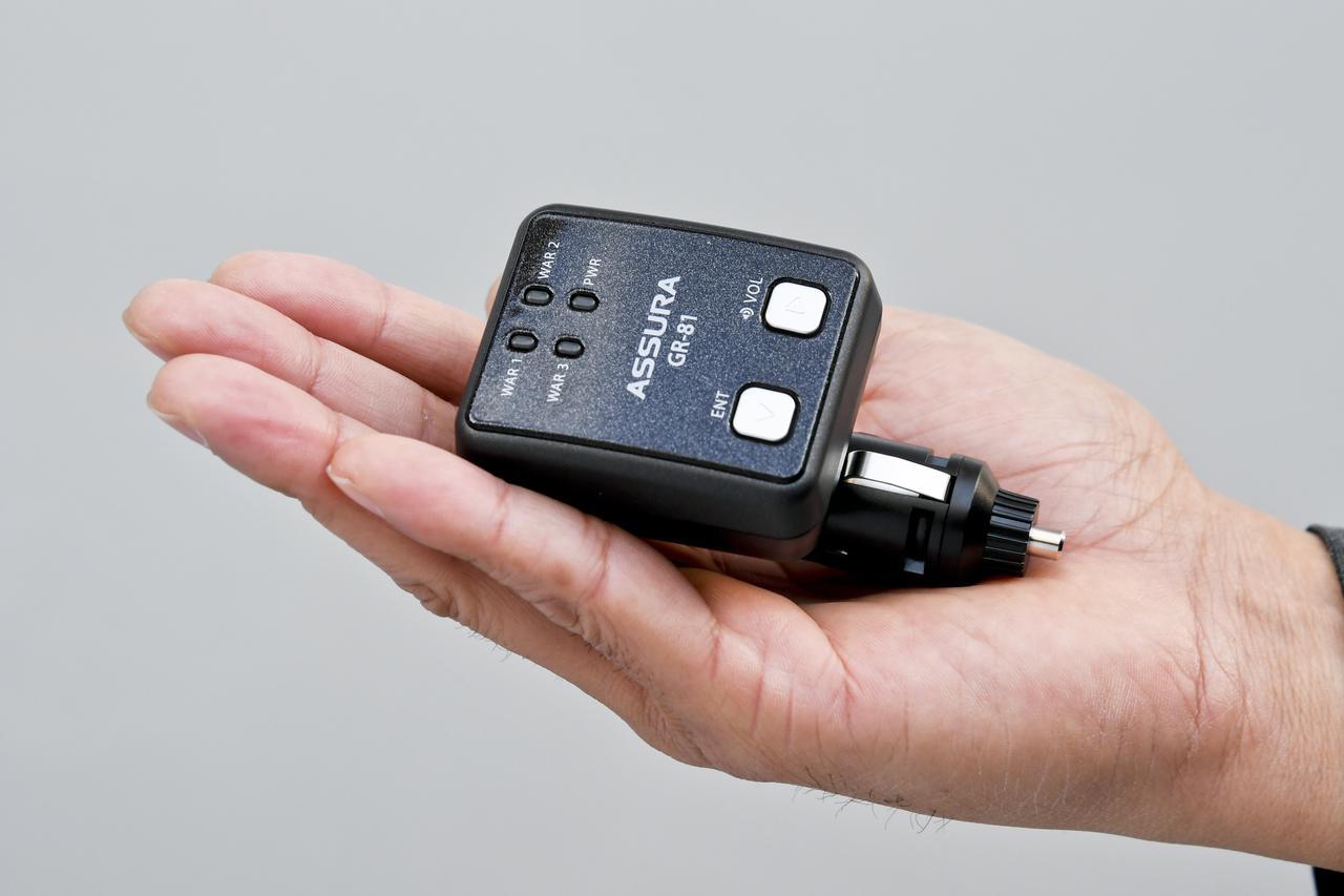 画像: 手の平にすっぽりと収まるほどのコンパクトサイズで重量は63gと軽量だ。バッグに入れてもじゃまになることはないだろう。