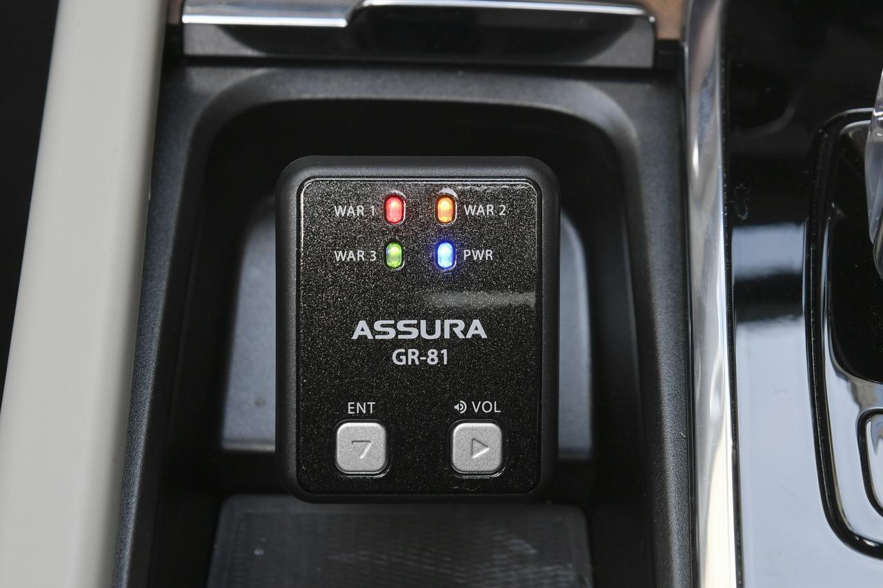 画像: 操作はボタン2つしかないのでとてもシンプルで使いやすい。各色で警告の内容が異なるが、基本は音声で情報を聞く。